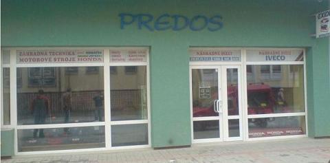 PREDOS  - pohľad na predajňu z ulice Hattalova